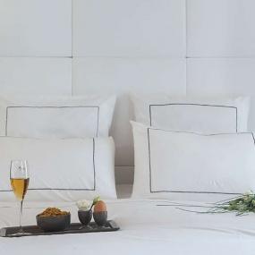 Deco scandinave : Housse de couettte blanche liseré gris