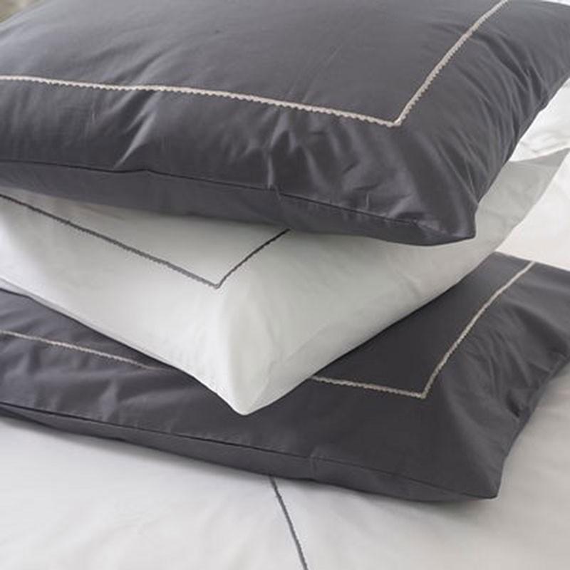 federa bianco recamate grigio rettangolare deco montagna. Black Bedroom Furniture Sets. Home Design Ideas