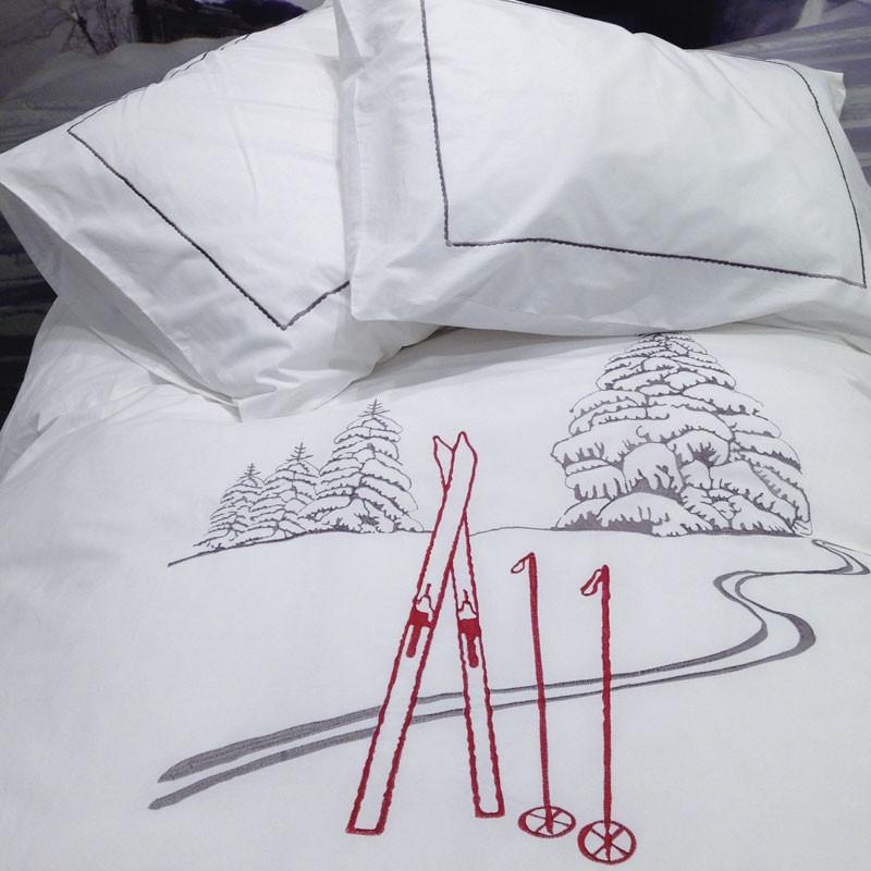 housse de couette trace de ski blanc deco montagne. Black Bedroom Furniture Sets. Home Design Ideas