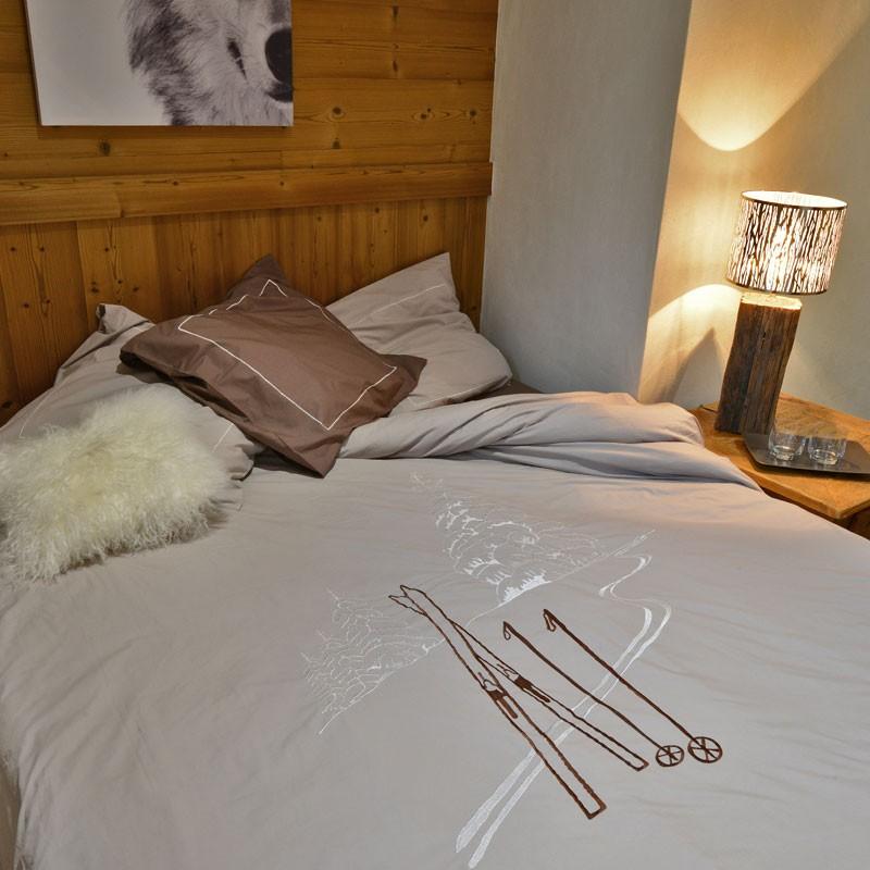 Housse de couette trace de ski taupe deco montagne - Linge de lit style chalet montagne ...