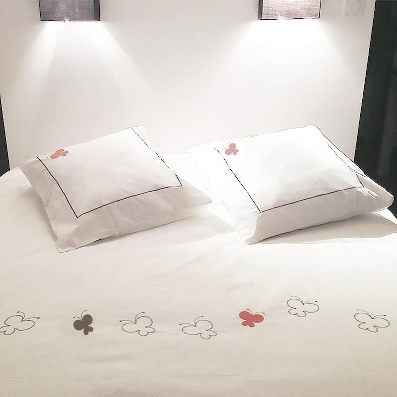 housse de couette papillons deco chic. Black Bedroom Furniture Sets. Home Design Ideas