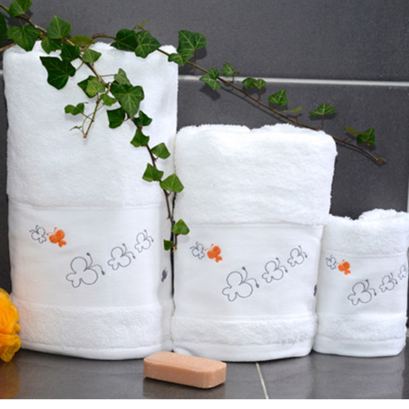 serviette de toilette papillon linge de toilette papillon. Black Bedroom Furniture Sets. Home Design Ideas