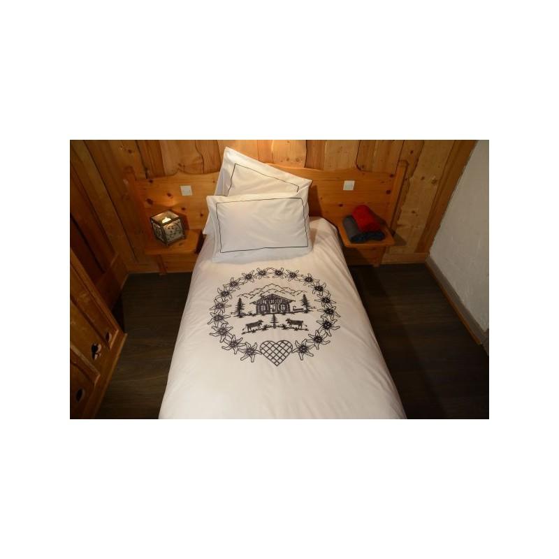 housse de couette ronde d 39 edelweiss blanche brod noire. Black Bedroom Furniture Sets. Home Design Ideas