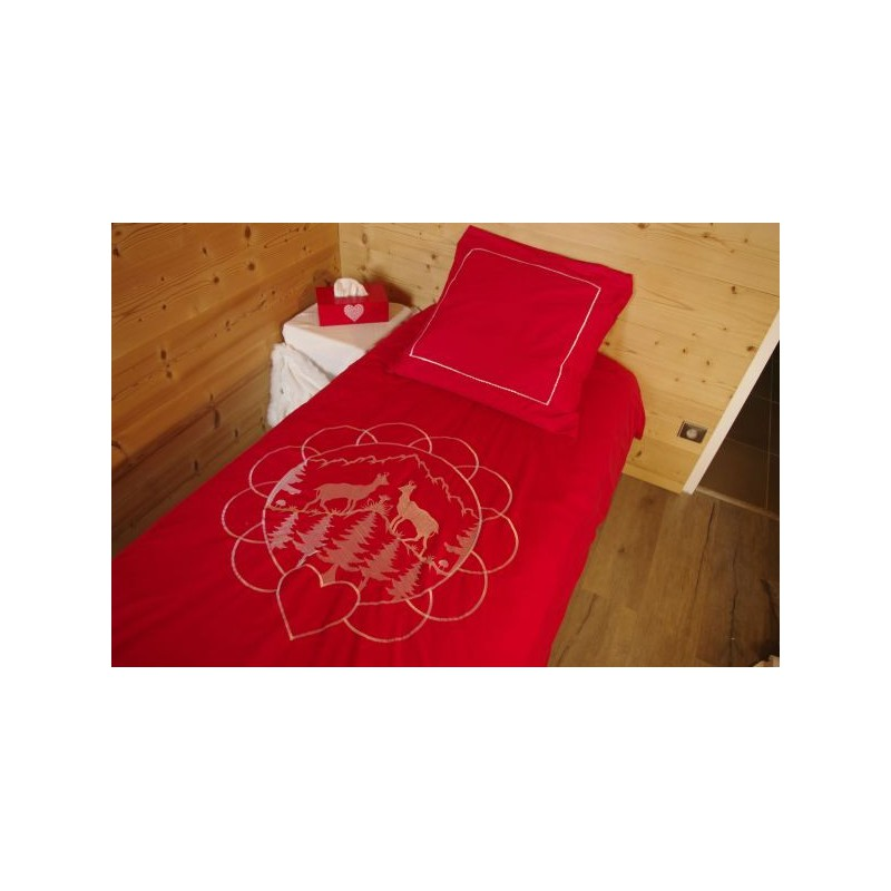 taie d 39 oreiller rouge rectangulaire deco montagne. Black Bedroom Furniture Sets. Home Design Ideas