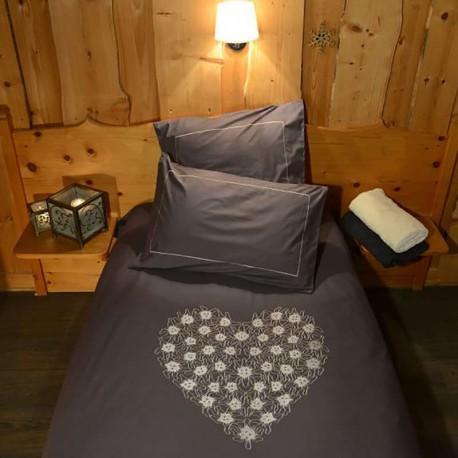 housse de couette coeur de fleurs gris deco montagne. Black Bedroom Furniture Sets. Home Design Ideas