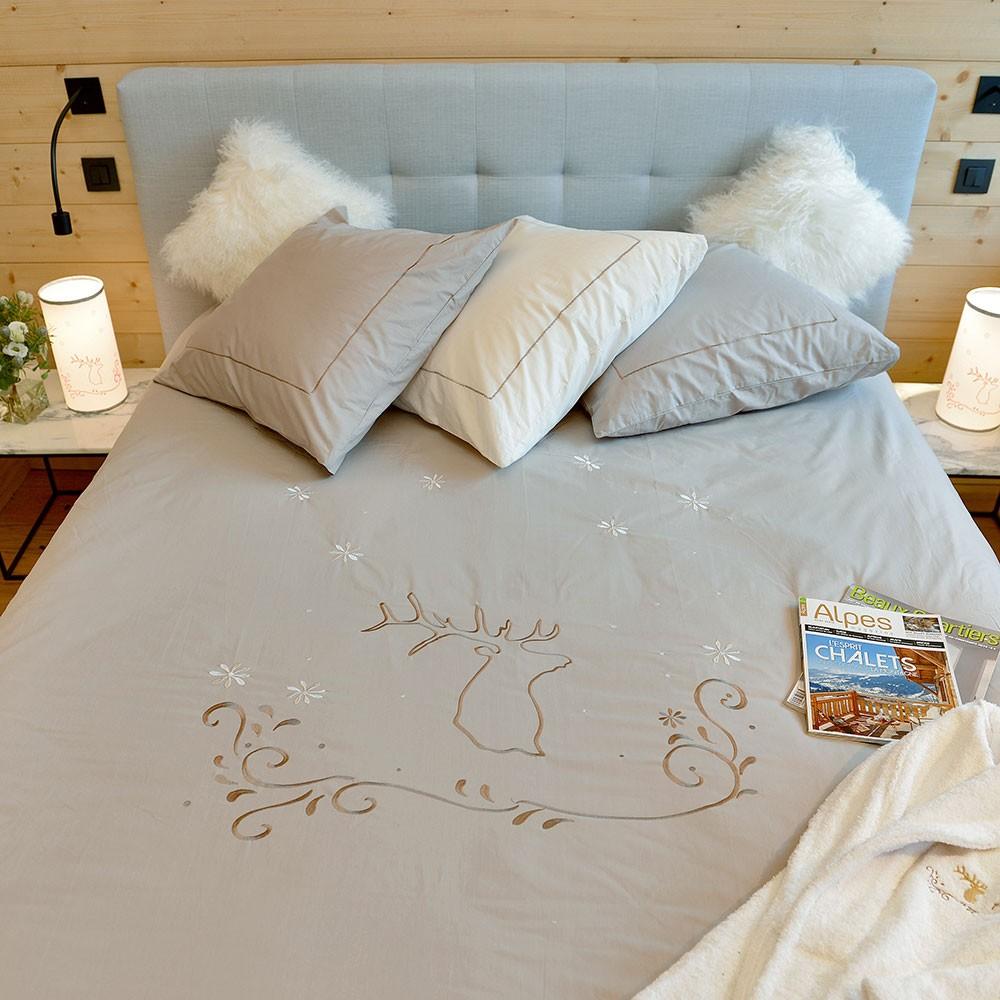 housse de couette taupe et blanc affordable origin housse de couette louise en lyocell taupe x. Black Bedroom Furniture Sets. Home Design Ideas